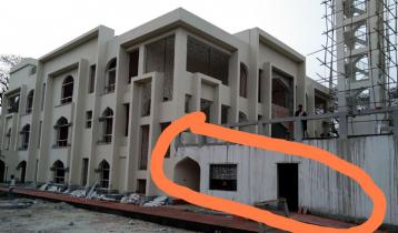ঝালকাঠিতে নির্মাণাধীন মডেল মসজিদে ফাটল