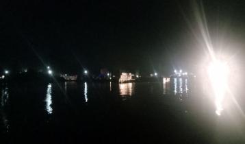 পাটুরিয়া-দৌলতদিয়া নৌরুটে ফেরি চলাচল বন্ধ