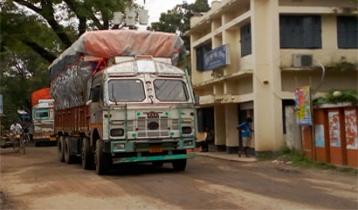 শনিবার আসছে ভারতে আটকে পড়া পেঁয়াজ