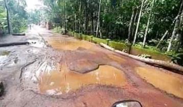 দালাল বাজার-মীরগঞ্জ বেহাল সড়ক বাড়াচ্ছে ভোগান্তি