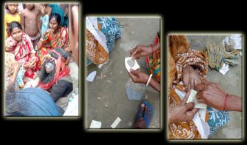মুখোশ পরা জটাধারী নারীর 'বালু পড়া' খেতে হিড়িক