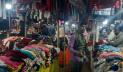 ভোলায় ফুটপাতে শীতের পোশাকের কদর বাড়ছে