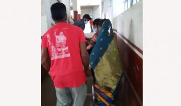 দালালের 'ট্রলি সেবায়' রোগীর গুনতে হয় টাকা