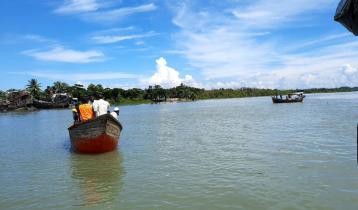 বাঁকখালী নদীতে নৌকাডুবিতে ২ যুবক নিখোঁজ
