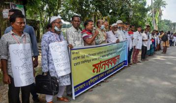 নলডাঙ্গা কলেজের ভারপ্রাপ্ত অধ্যক্ষকে অপসারণের দাবিতে মানববন্ধন