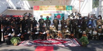 সেনাবাহিনীকে প্রশিক্ষিত ২০ ঘোড়া ও ১০ কুকুর উপহার দিলো ভারত