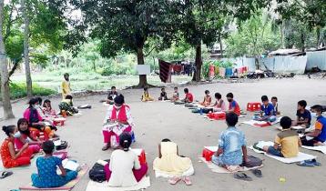 বিনা বেতনের স্কুল 'অদম্য পাঠশালা'