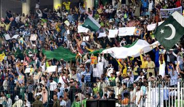 মাঠে দর্শক ফেরাচ্ছে পাকিস্তান