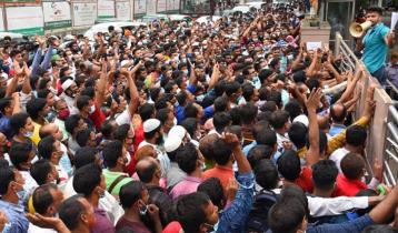কারওয়ান বাজারে টিকিটপ্রত্যাশীদের ভিড়