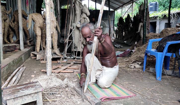 করোনার প্রভাবে ভালো নেই সিরাজগঞ্জের প্রতিমা শিল্পীরা
