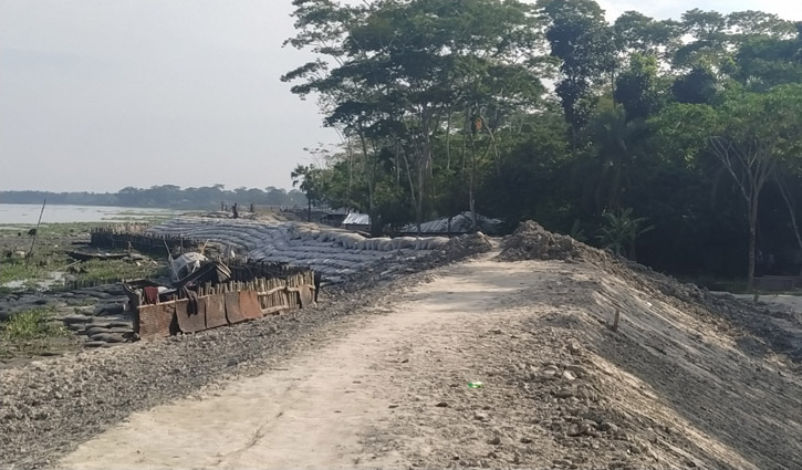 সিডরে বিধ্বস্ত শরণখোলার চাওয়া দুই কিলোমিটার বেড়িবাঁধ