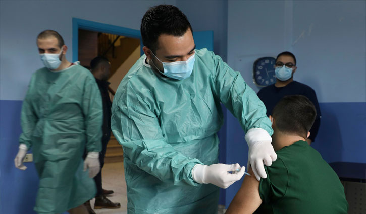 Israel to vaccinate Palestinian workers