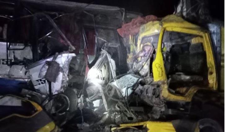 Bus-truck collision kills 6 in Bogura