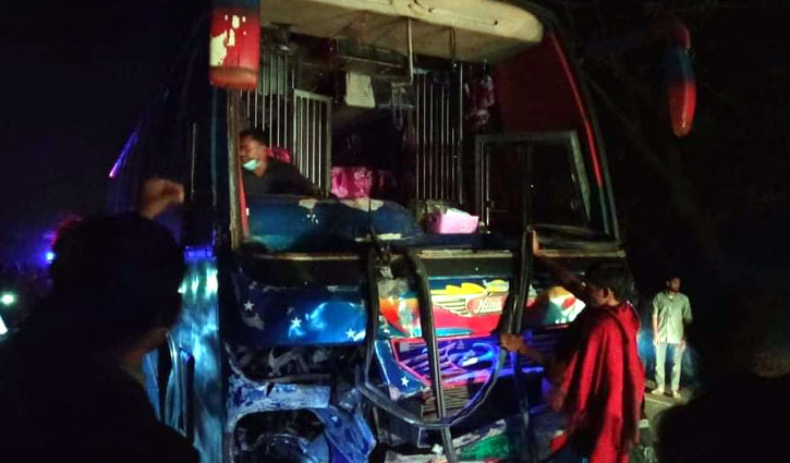 Three killed as bus rams Nasiman