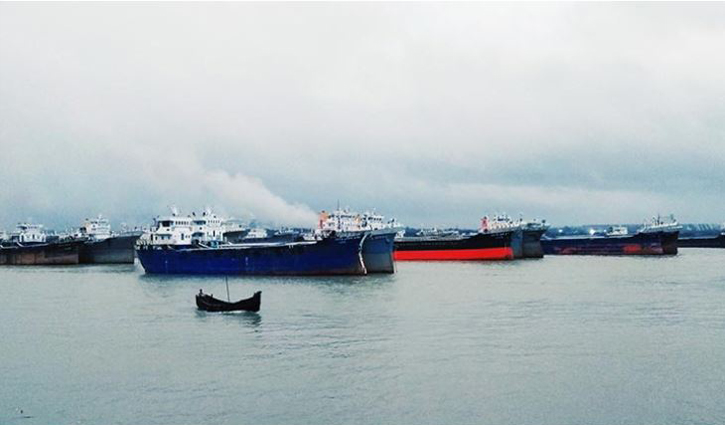 Unloading of goods at outer anchorage of Ctg port halted