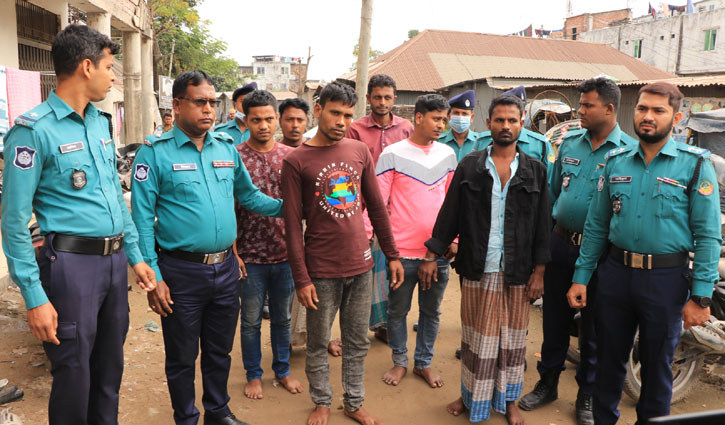 6 'robbers' held with firearms in Gazipur