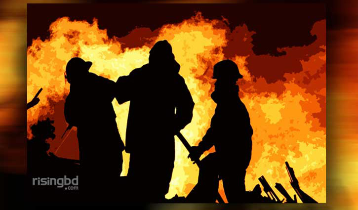 Fire at garment factory in Kamalapur
