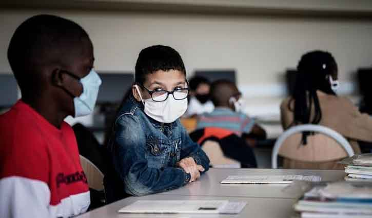 Covid-19: French students age 6 and up must wear masks in class