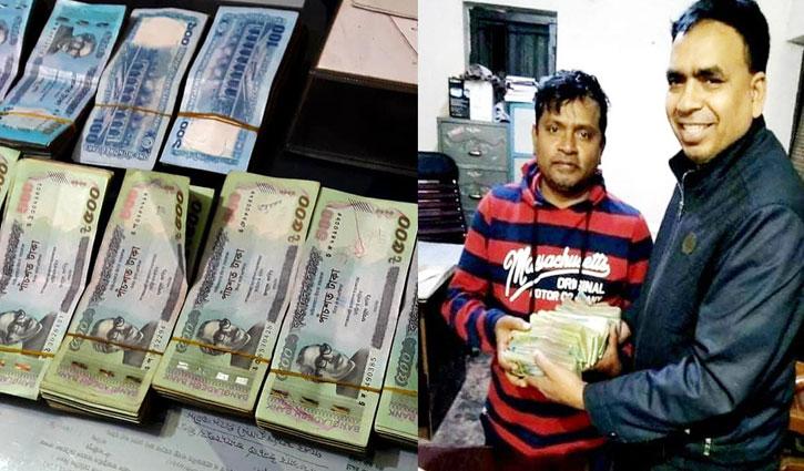 Police return Tk 4 lakh to owner
