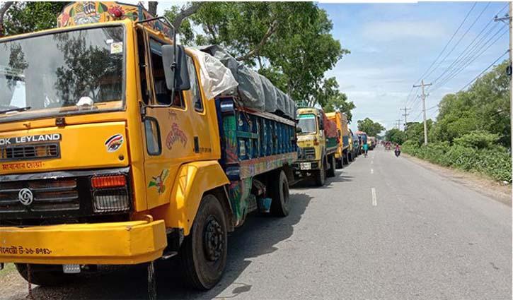 500 trucks stuck at Paturia-Daulatdia ferry terminal
