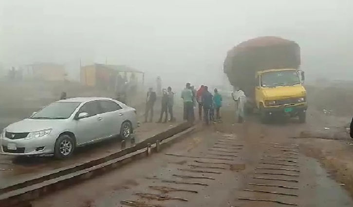 450 vehicles waiting in Paturia ghat to cross Padma