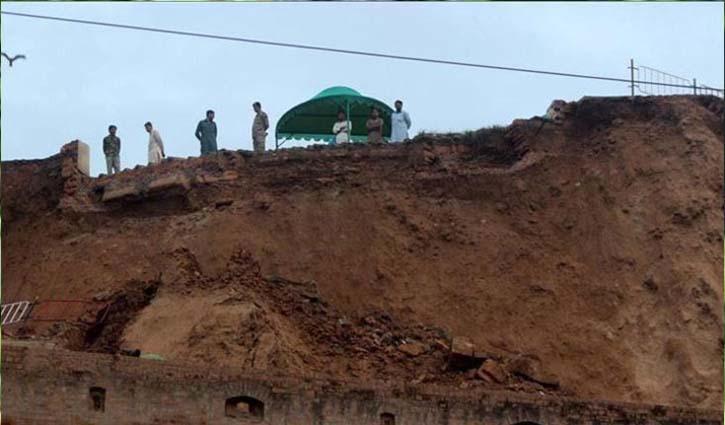 16 dead in Pakistan landslide