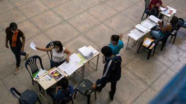 Venezuelan schoolkids struggle to join classes!