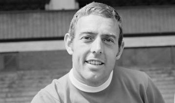 Liverpool legend St John passes away