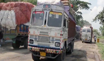 31 onion trucks enter Bangladesh thru Bhomra land port