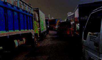 40-km long tailback at Western side of Bangabandhu Bridge