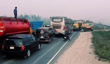 25-km tailback on Bangabandhu Bridge highway