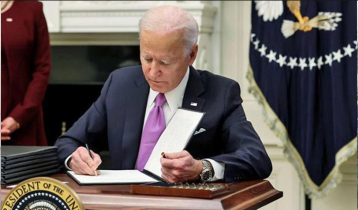 Biden signs 10 executive orders on second day