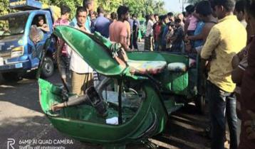 Road crashes kill 3 in Feni