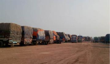 Indian truck drivers facing sufferings at Hili Landport