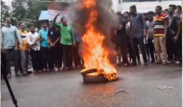 Woman gang-raped: Road blocked demanding punishment (video)