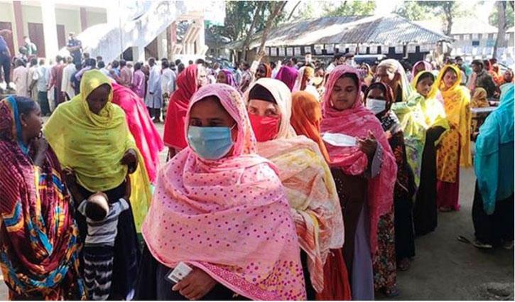 Voting in Dhaka-18, Sirajganj-1 by-polls underway