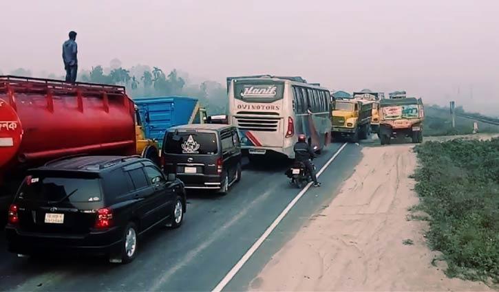 25-km tailback on Bangabandhu Bridge highway