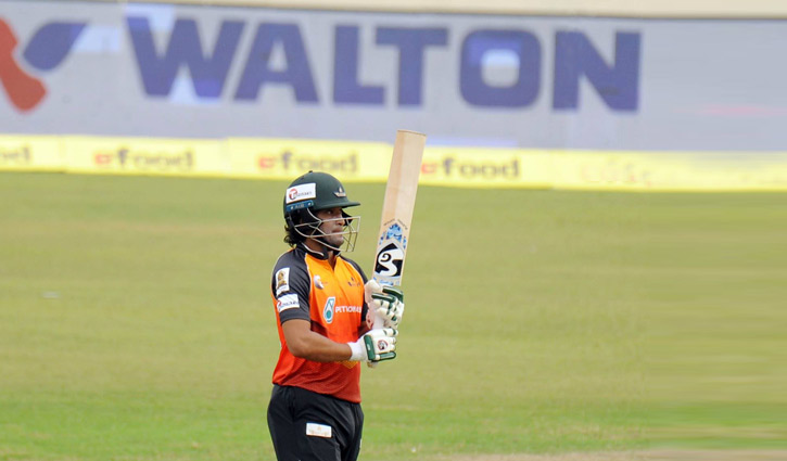 Shakib hits a different double
