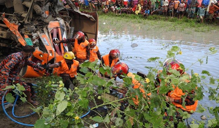 Road mishap kills 4 in Magura