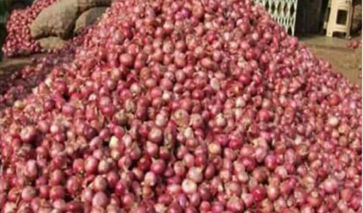 Onion prices increase by Tk 15 per kg at Hili