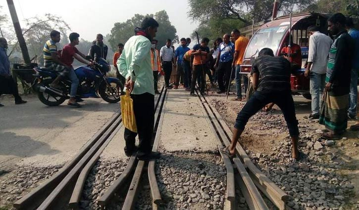 Crack found in rail track in Tangail