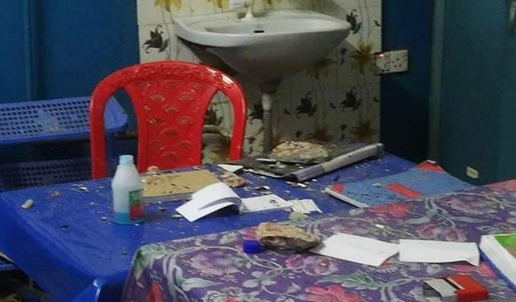 হাসপাতালের পলেস্তারা খসে চিকিৎসকসহ আহত ২