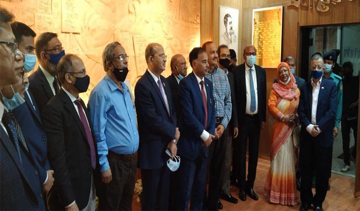 সোনালী ব্যাংকে মুজিব কর্নার উদ্বোধন