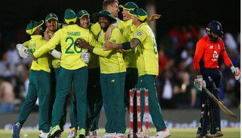 South Africa beat England by one run in T20 thriller