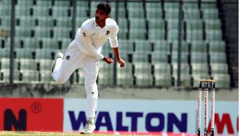 ছবিগল্প : বাংলাদেশ-জিম্বাবুয়ে টেস্টের প্রথম দিন