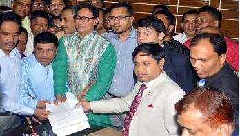 চসিক নির্বাচন: বিএনপি প্রার্থী ডা. শাহাদাতের মনোনয়নপত্র জমা