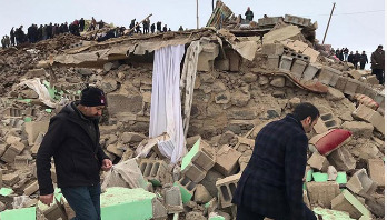Nine dead after earthquake hits Turkey-Iran border