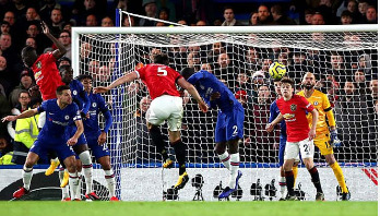 Manchester United remain in reach of Champions League