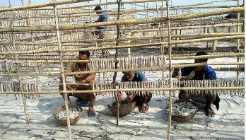 'ঈশ্বর থাকেন ঐ গ্রামে, ভদ্র পল্লীতে'