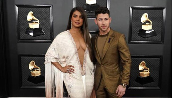 Priyanka flaunts her cleavage in low-cut patterned dress